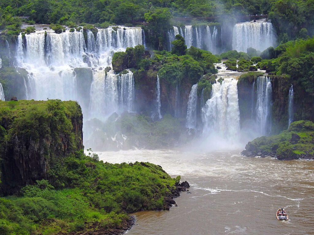 Izguazu - a lot of water